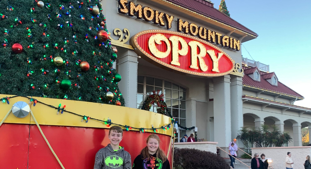 Christmas At The Smoky Mountain Opry: Even The Grinch's Teenager Will Love It! {Review}
