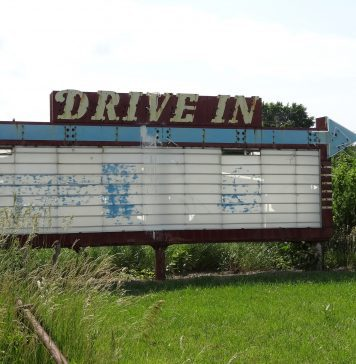 Outdoor and Drive In Movie Options in Knoxville